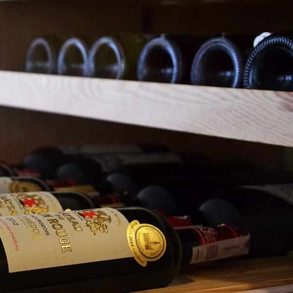 degustacje wina: stojaki na wino